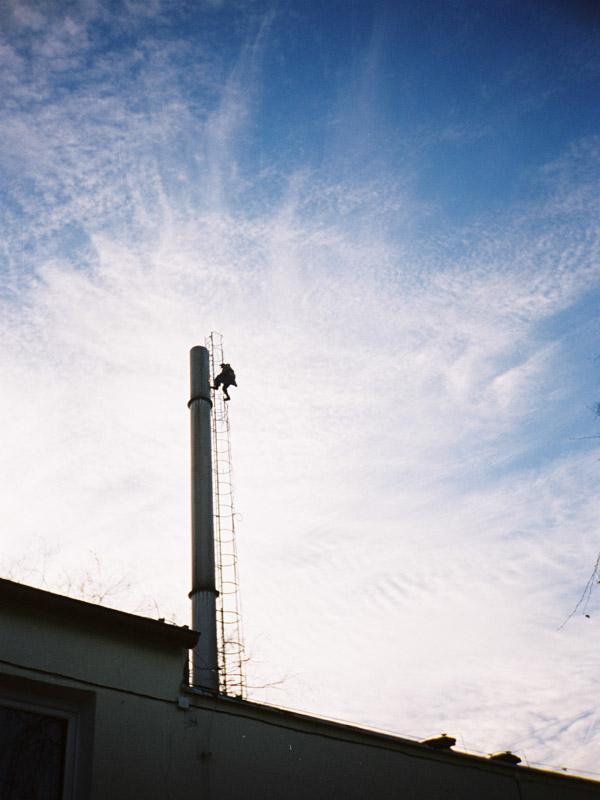 Prace wysokościowe - demontaż komina.