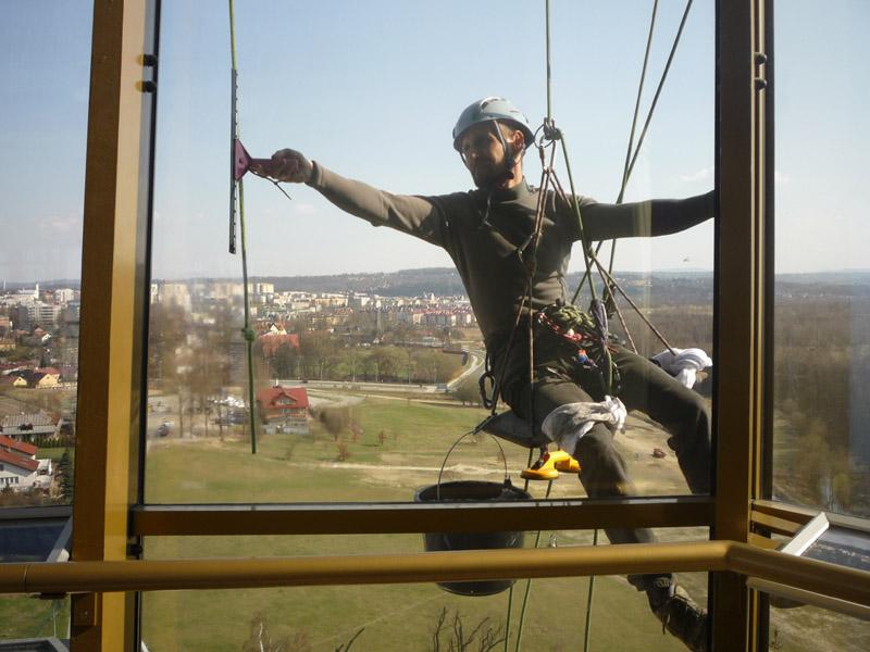 Prace wysokościowe - mycie okien.